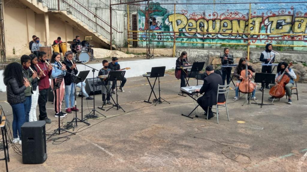 Homenagem da Orquestra no Aniversário de 65 anos