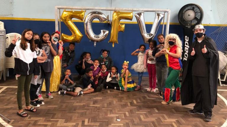 Educandos na festa da semana da criança